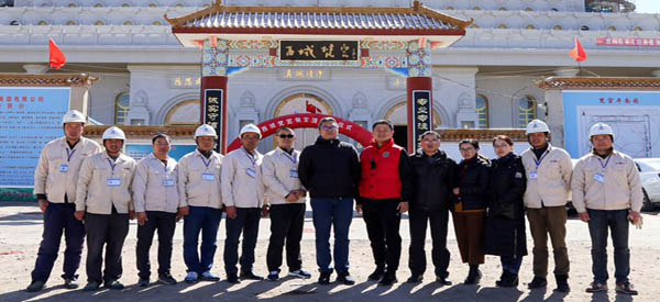 集团董事长王建亮视察甘肃项目部并出席西域梵宫铜宝顶圆顶仪式